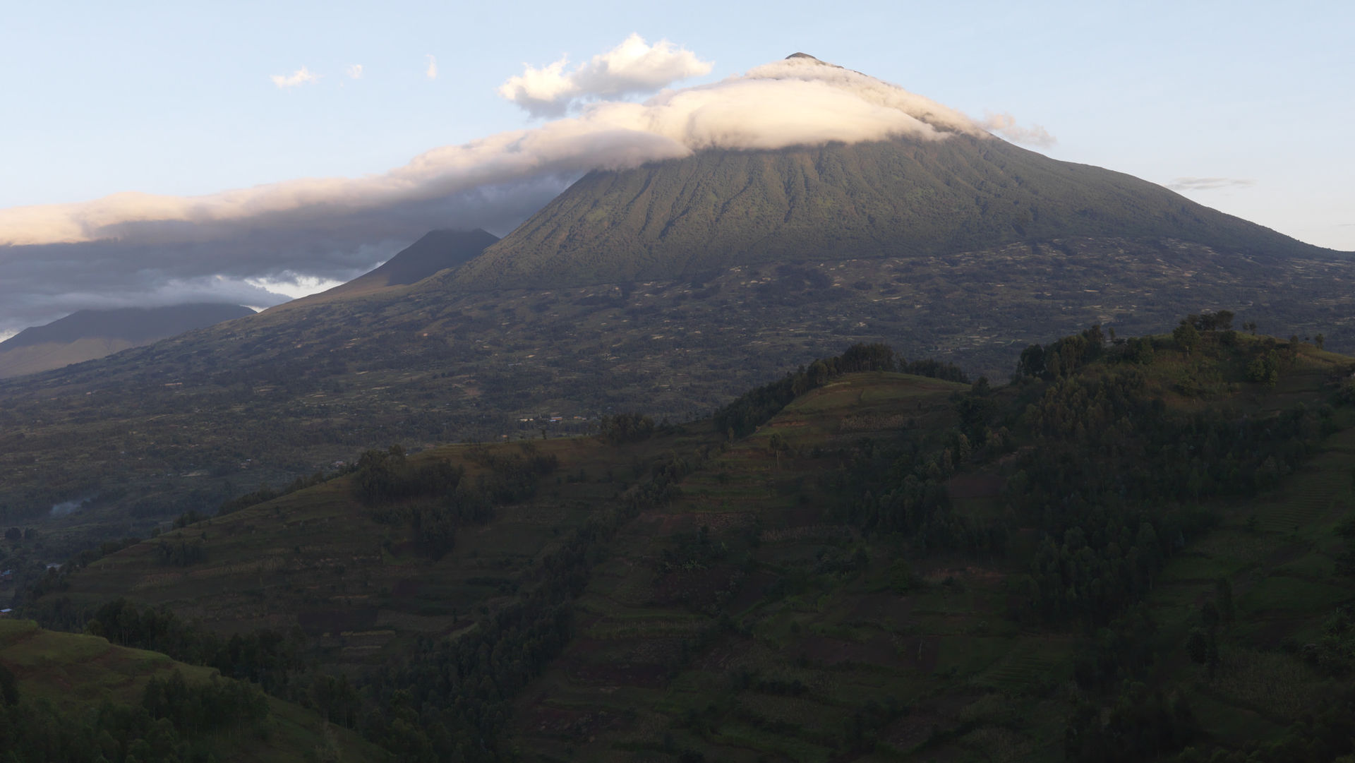 Gorillatracking Rwanda - Volcanoes National Park gorilla tracking Rwanda